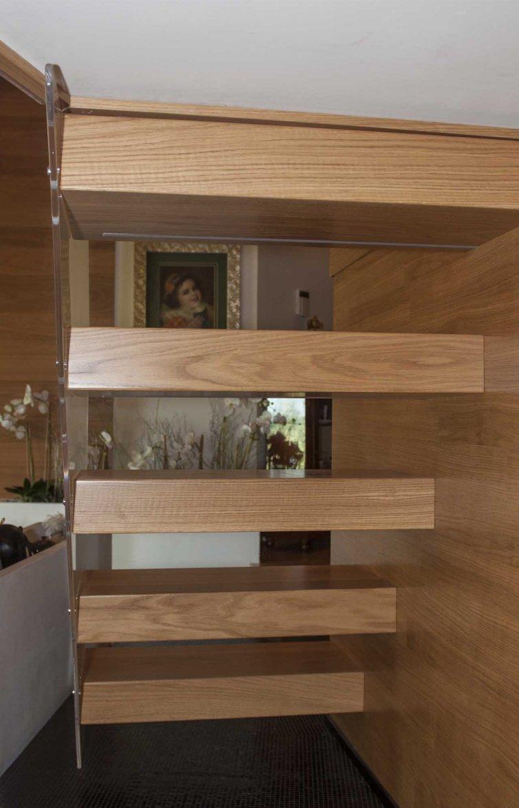 Scala interna in legno
