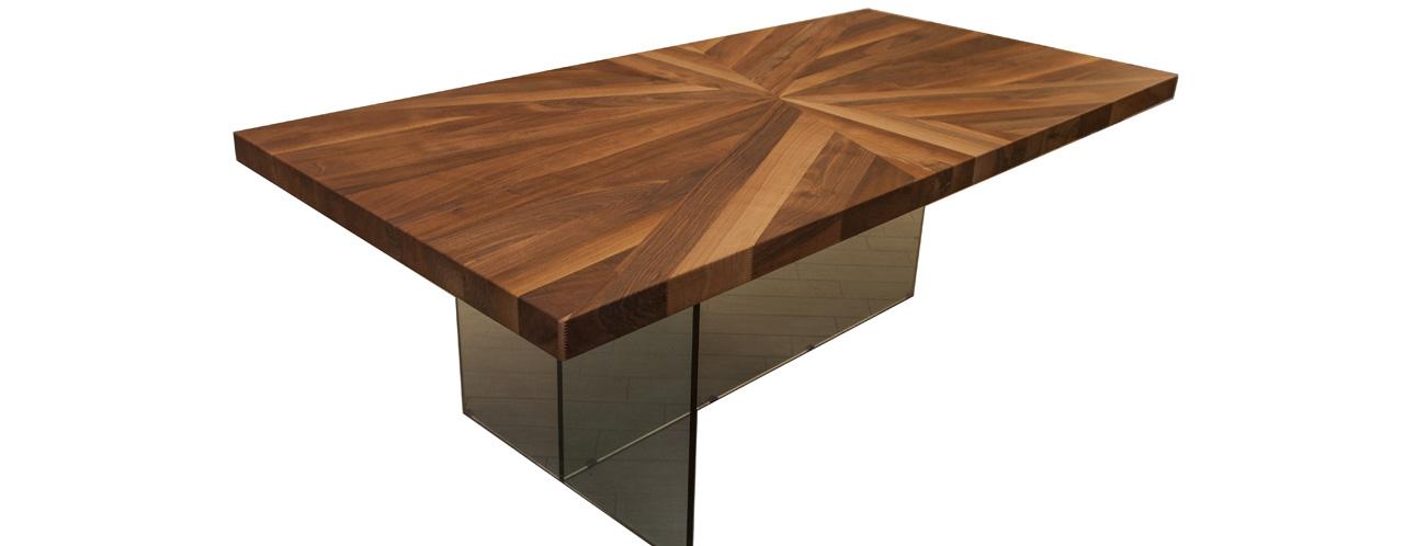 Tavolo in legno realizzato a mano in legno